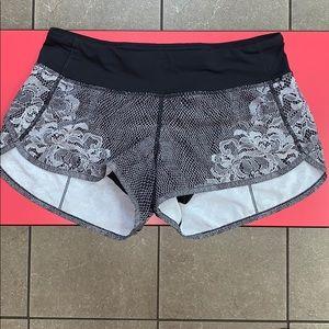 Lululemon Blk/Wht Florence Lace Speedy Shorts 4